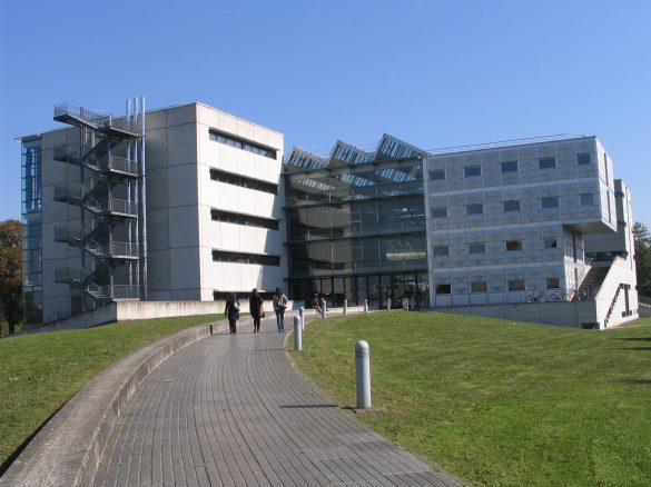 Adresse au personnel et aux étudiants des écoles d'architecture.